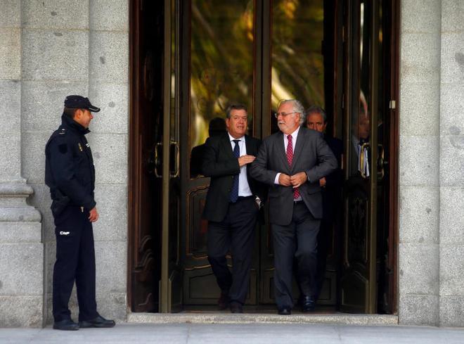 Magistrados del Tribunal Supremo salen del Tribunal Supremo mientras debatían este martes sobre el impuesto de las Hipotecas.