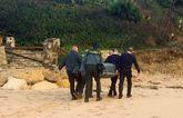 La Guardia Civil se lleva el cadáver de un magrebí en la playa de...