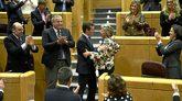 El presidente del PP, Pablo Casado, saluda a la senadora Pilar...