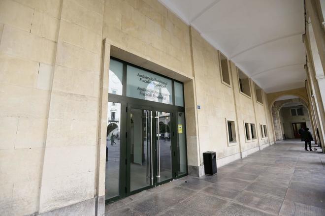 Entrada de la Audiencia Provincial de Alicante