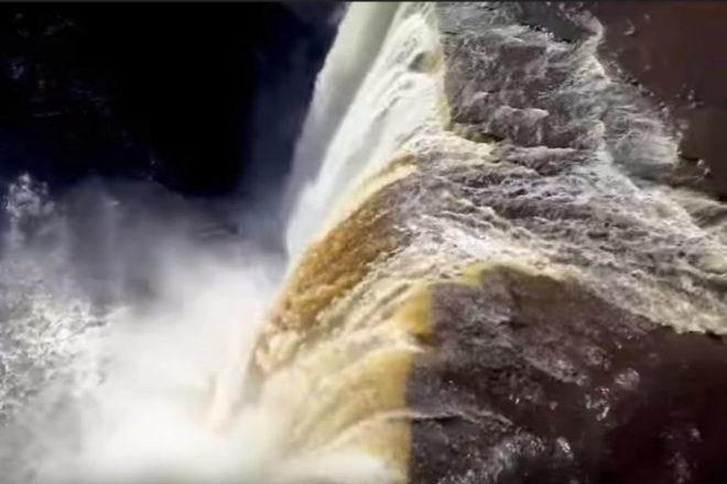 Vista de las impresionantes Cataratas de Alexandra, en Canadá.