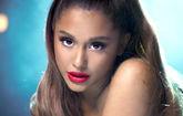 Ariana Grande en un fotograma de Breathin, una de las canciones...