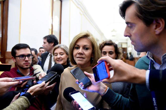 La ex secretaria general del PP, María Dolores de Cospedal, en los pasillos del Congreso