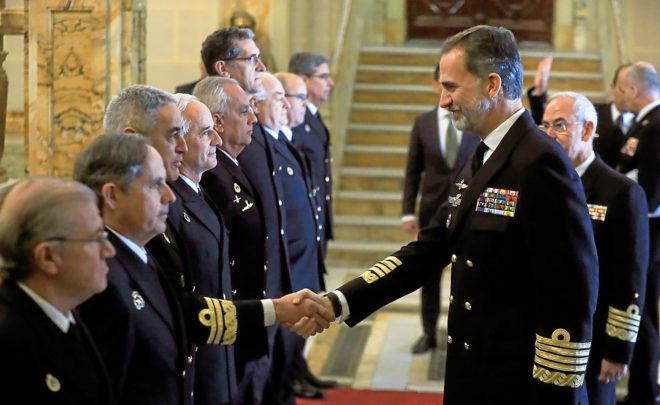 EL REY, CON LA ARMADA. El Rey visitó ayer el Cuartel General de la...