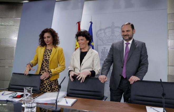 Montero (izq.), Celaá y Ábalos (der.) , en la rueda de prensa posterior al Consejo de Ministros.