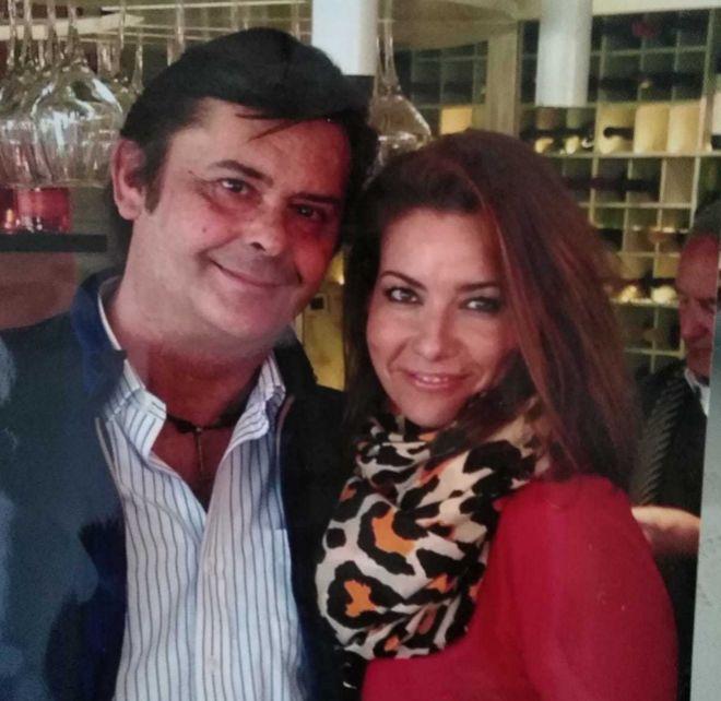 Marisa Bancalero, junto al presunto estafador.