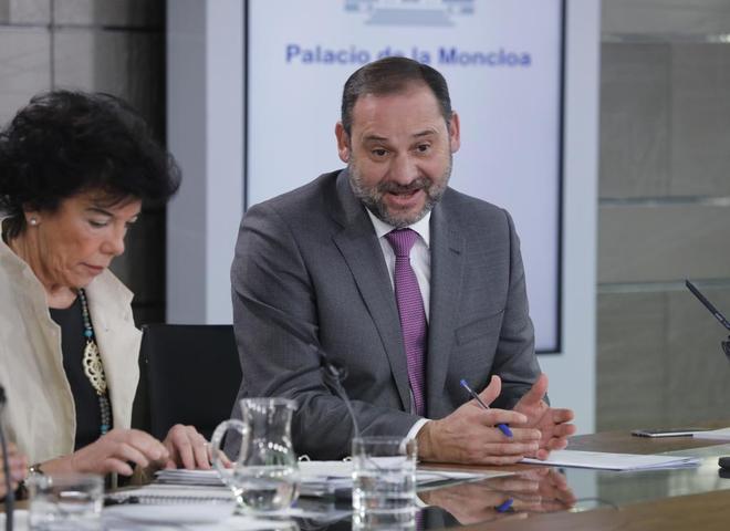 Isabel Celaá y José Luis Ábalos, en la rueda de prensa posterior al Consejo de Ministros.