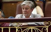 Pedro Santisteve, alcalde de Zaragoza, asiste a un pleno desde la...