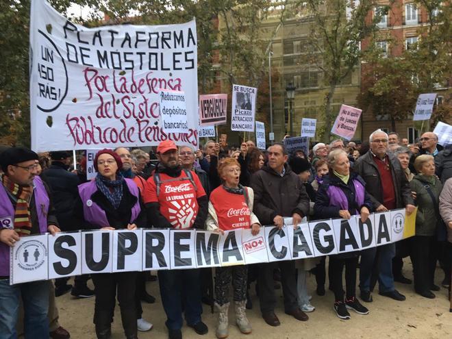 Una pancarta de la protesta de este sábado ante el Tribunal Supremo.