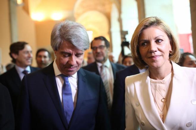 Ángel Garrido con María Dolores de Cospedal el día de su investidura como presidente.
