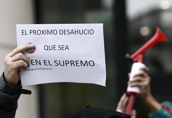 Cacerolada frente al Palacio de Justicia de Navarra para protestar por...