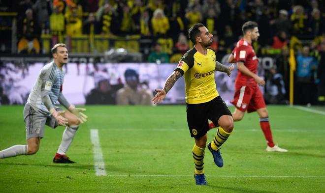Alcácer celebra el tercer gol del Dortmund al Bayern.