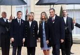 Macron recibe a Pedro Sánchez y a su mujer, Begoña Gómez, a su...
