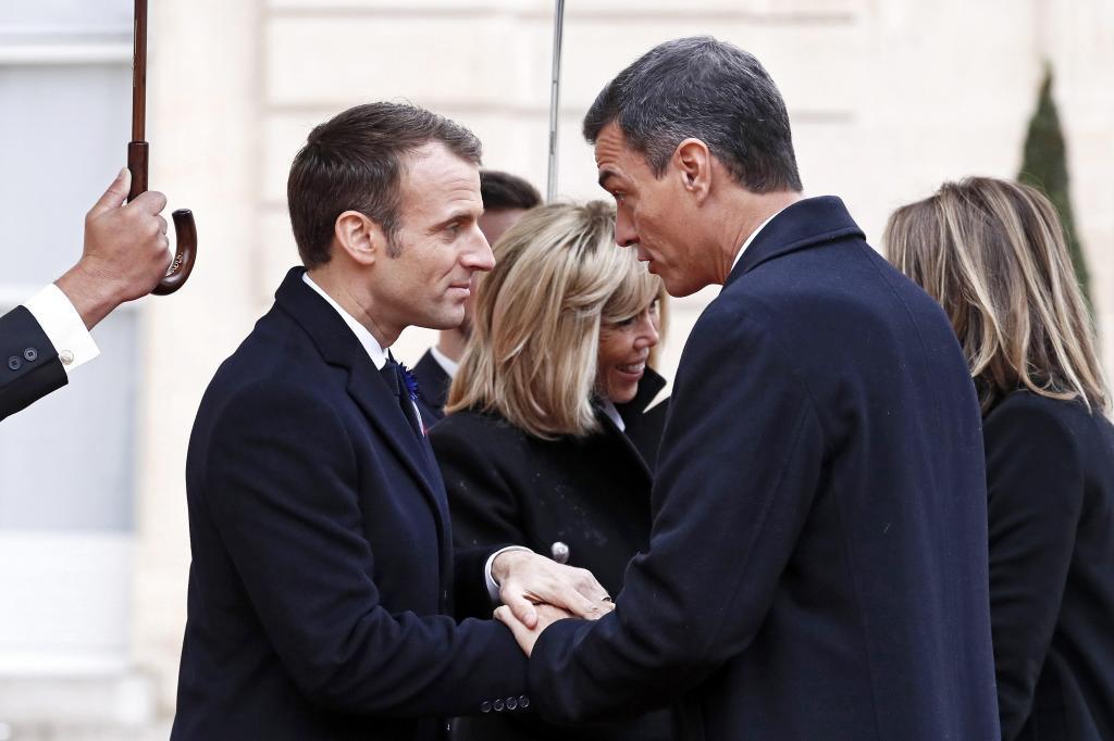 El presidente del Gobierno, Pedro Sánchez, ha acudido en París a la...