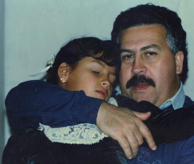 Pablo y su hija Manuela en la celebración de los ocho años de la niña, el 25 de mayo de 1992.