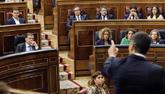 Pedro Sánchez se dirige a Albert Rivera en una sesión de control al...