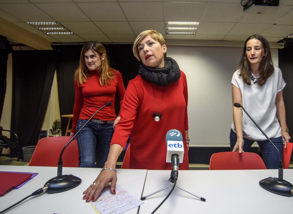 En el centro, María Valiente, candidata de Podemos a las Juntas Generales de Gipuzkoa.