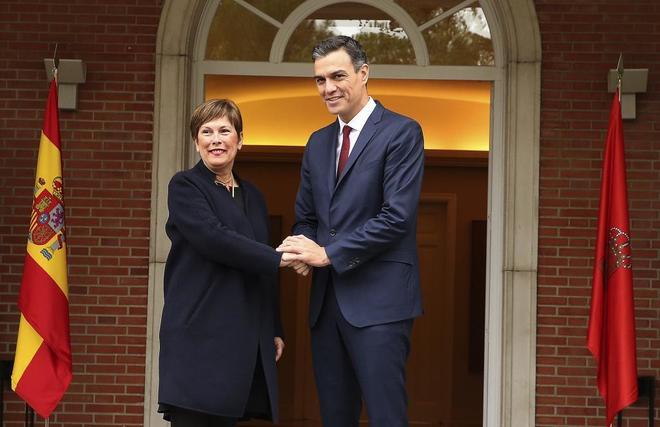 Pedro Sánchez recibe a Uxue Barkos, presidenta de Navarra, en el Palacio de La Moncloa