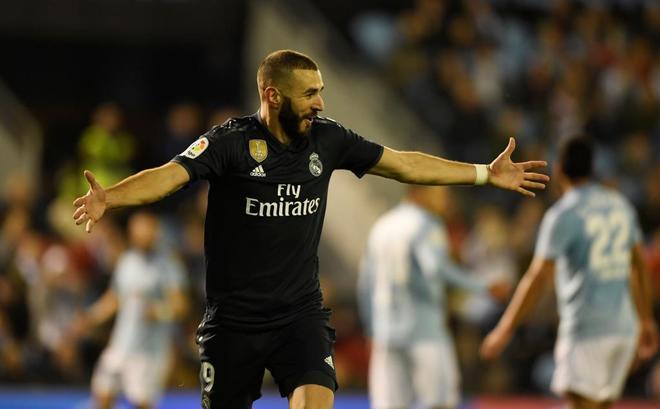 Karim Benzema celebra uno de sus goles ante el Celta.