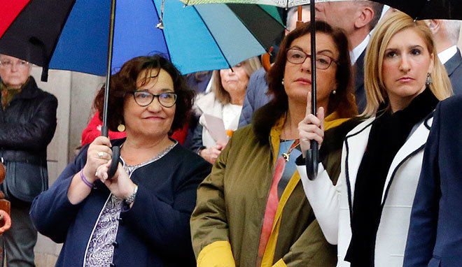La vicealcaldesa Ali Brancal se protege bajo un paraguas el pasado sábado en el día de la Subdelegación.