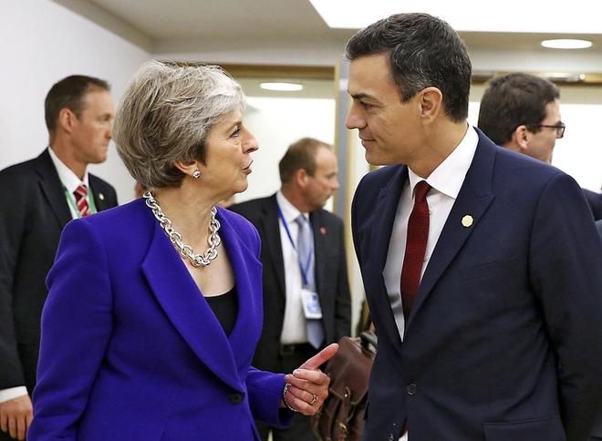 Theresa May y Pedro Sánchez en Bruselas el pasado octubre.