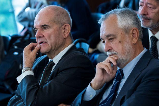 Los ex presidentes de Junta Manuel Chaves y José Antonio Griñán, en el juicio de los ERE este lunes.