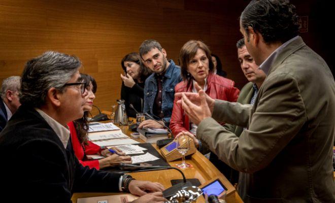 Los grupos políticos en plena negociación para pactar los comparecientes en la comisión.