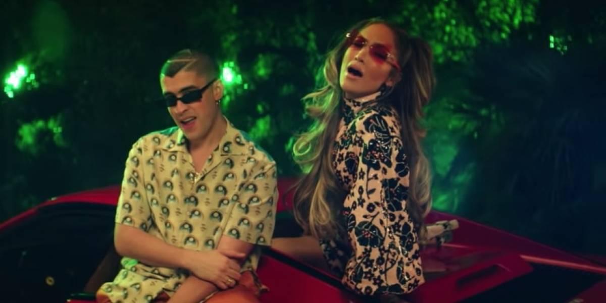"Jennifer López y Bad Bunny en un momento del videoclip ""Te gusté""."
