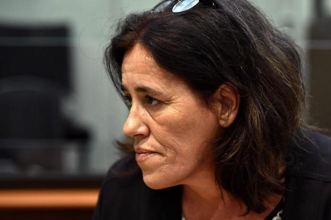 Francia juzga a una mujer que ocultó durante dos años a su hija recién nacida en el maletero de su coche