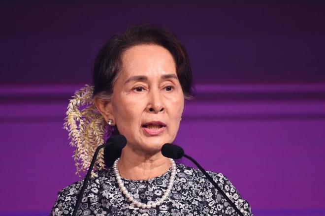 Aung San Suu Kyi durante una conferencia, este lunes en Singapur.