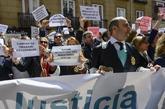 Jueces y fiscales concentrados ante el Ministerio de Justicia, en...