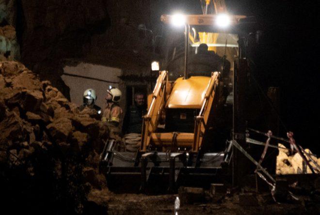 Labores de desescombro en las instalaciones donde se produjo la explosión.