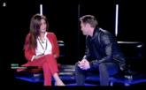 Miriam Saavedra y Hugo Castejón charlan durante su reencuentro en...