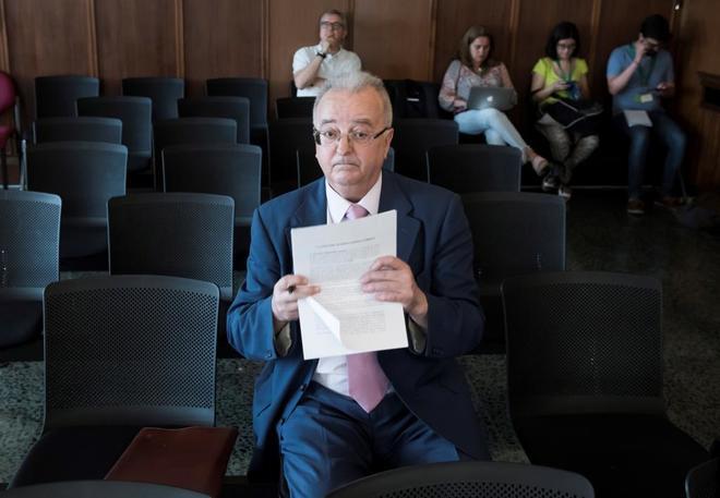 El ex consejero de Empleo, Antonio Fernández, en el banquillo de los acusados.