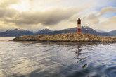 Conocido como el Faro en el fin del mundo, esta torre de ladrillo de...