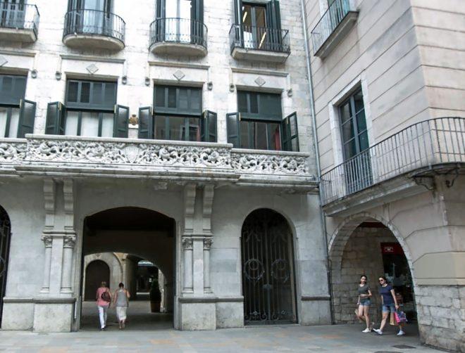 Edificio que alberga las instalaciones del Ayuntamiento de Girona.