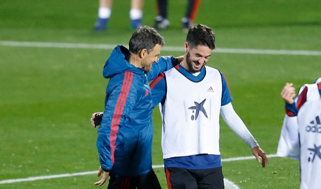 Luis Enrique, con Isco en el entrenamiento del pasado lunes en Las Rozas.