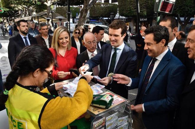 El presidente del PP, Pablo Casado, con Moreno Bonilla en Almería.