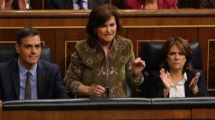 Pedro Sánchez, Carmen Calvo y Dolores Delgado, esta mañana en sus...