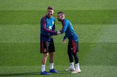 Sergio Ramos y Jordi Alba durante un entrenamiento de España previo...