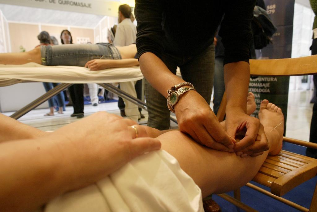 Casi el 60% de la población cree que la acupuntura funciona.