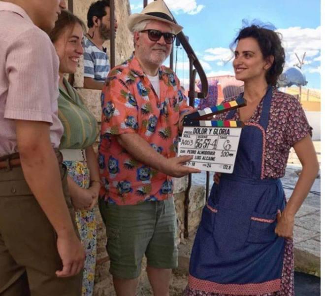 Pedro Almodóvar y Penélope Cruz en el rodaje de 'Dolor y gloria'.