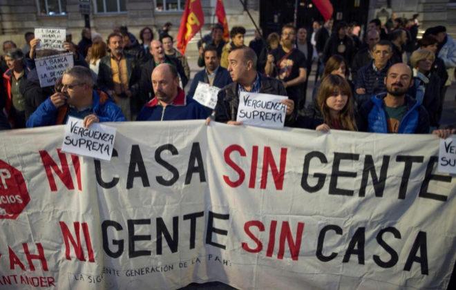 Protestas de la PAH en Santander, en plena polémica por la sentencia de las hipotecas.