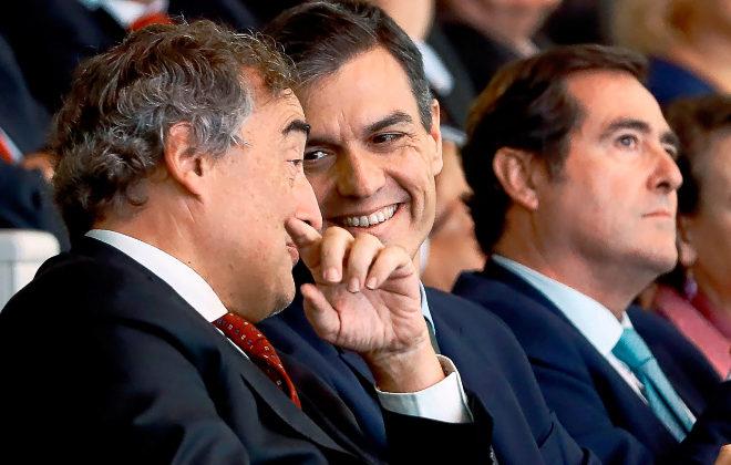 Juan Rosell, Pedro Sánchez y Antonio Garamendi, el día 8 en el acto de entrega de los premios de Cepyme.