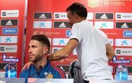 Luis Enrique se marcha tras finalizar su comparecencia para dar paso a Ramos en Zagreb.