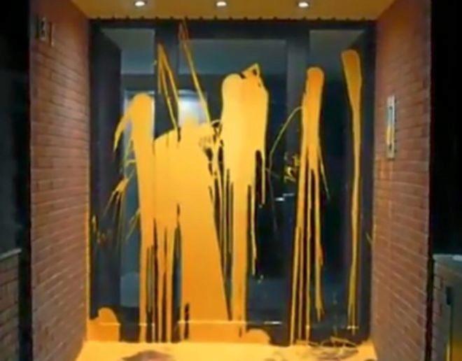 Ataque con pintura al portal del juez Llarena.