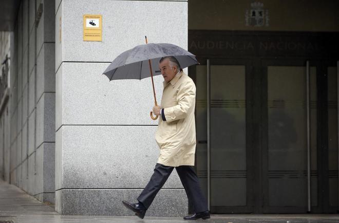 El ex tesorero del PP, Luis Bárcenas, sale de la Audiencia Nacional