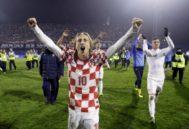 Los jugadores croatas celebran con su afición en Zagreb en un partido de 2013.