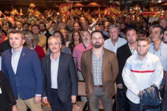 Ortega Lara y Santiago Abascal, ayer, durante el acto de Vox en Murcia.