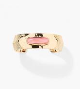 Brazalete de oro amarillo con cuarzo rosa (520 euros),  de Aurélie...